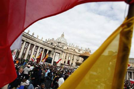 Pilgrims gather to take part in a beatification mass for the late Pope John Paul II at St. Peter's Square in Vatican May 1, 2011. REUTERS/Kacper Pempel