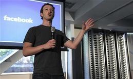<p>Le patron et fondateur de Facebook, Mark Zuckerberg, devrait se rendre pour la deuxième fois en Chine cette année, alors que le réseau social numéro un dans le monde convoite le plus grand marché en nombre d'internautes. /Photo prise le 7 avril 2011/REUTERS/Norbert von der Groeben</p>