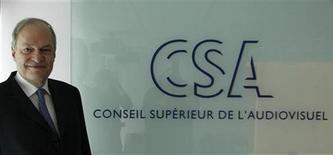 <p>Le président du Conseil supérieur de l'audiovisuel (CSA) Michel Boyon a été chargé par François Fillon de conduire une mission de consultation et de réflexion sur l'avenir de la TNT. /Photo d'archives/REUTERS/John Schults</p>
