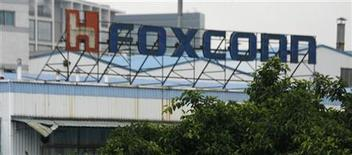 <p>Une forte explosion s'est produite dans une usine Foxconn du sud-ouest de la Chine qui, selon des médias locaux, est liée à la production de la tablette iPad 2 d'Apple, et deux personnes au moins ont été tuées, écrit le Wall Street Journal. /Photo d'archives/REUTERS/Bobby Yip</p>