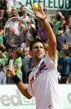 Novak Djokovic, da Sérvia, durante partida, um dia antes do início do torneio de tênis Aberto da França, no estádio de Roland Garros, em Paris. Djokovic está jogando como se tivesse asas, e se prepara para buscar seu primeiro título no Aberto da França a partir do domingo. 21/05/2011 REUTERS/Thierry Roge