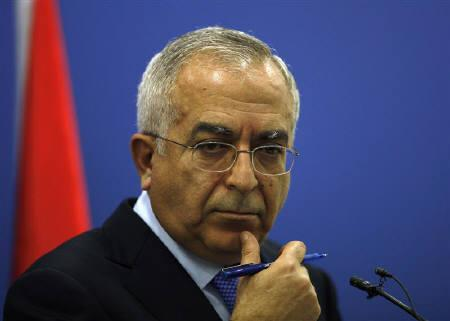 Palestinian Prime Minister Salam Fayyad pauses during a news conference in the West Bank city of Ramallah April 14, 2011.  REUTERS/Mohamad Torokman/Files