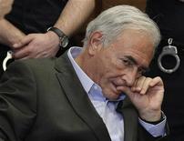 <p>Доминик Стросс-Кан в здании суда в Нью-Йорке, 19 мая 2011 года. На одежде горничной, обвиняющей экс-главу Международного валютного фонда Доминика Стросс-Кана в попытке изнасилования, найдены образцы его ДНК, сообщили американские СМИ. REUTERS/Richard Drew/Pool</p>