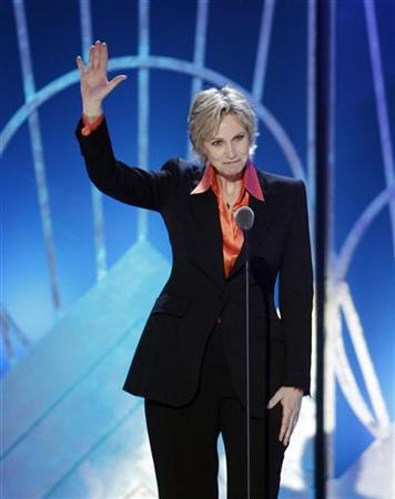 Actress Jane Lynch presents an award during the 2011 TV Land Awards in New York April 10, 2011. REUTERS/Lucas Jackson