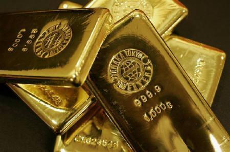 Gold bars are displayed at the Ginza Tanaka store in Tokyo September 18, 2008. REUTERS/Yuriko Nakao/Files
