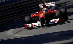 O espanhol Fernando Alonso, da Ferrari, no segundo treino livre do Grande Prêmio de Mônaco. 26/05/2011 REUTERS/Max Rossi