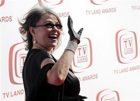 Roseanne Barr waves to photographers at the 6th Annual TV Land Awards in Santa Monica, California, June 8, 2008. REUTERS/Chris Pizzello