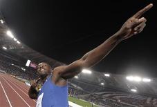 O jamaicano Usain Bolt comemora vitória nos 100 m em Roma. 26/05/2011  REUTERS/Alessandro Bianchi