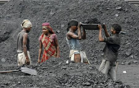 Laborers work in a railway coal yard on the outskirts of Ahmedabad June 15, 2010. REUTERS/Amit Dave/Files