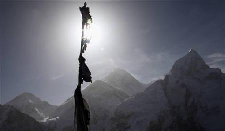 The Everest mountain range is seen from Kalapatta in Nepal, May 4, 2011. Picture taken May 4, 2011. REUTERS/Laurence Tan