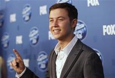 """Scotty McCreery, vencedor da 10a temporada de """"American Idol"""" nos bastidores do programa em Los Angeles. 25/05/2011    REUTERS/Mario Anzuoni"""