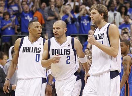 Dallas Mavericks' Shawn Marion (L-R), Jason Kidd, and Dirk Nowitzki of Germany celebrate against the Oklahoma City Thunder during Game 5 of the NBA Western Conference Final basketball playoff in Dallas, Texas May 25, 2011. REUTERS/Mike Stone