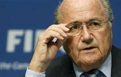 Presidente da Fifa, Joseph Blatter, em coletiva de imprensa da Fifa em Zurique, na Suíça, em 9 de maio. Blatter foi absolvido de todas as acusações na investigação sobre corrupção no futebol neste domingo e está pronto para a reeição para o quarto mandato na presidência da FIFA. 09/05/2011       REUTERS/Arnd Wiegmann