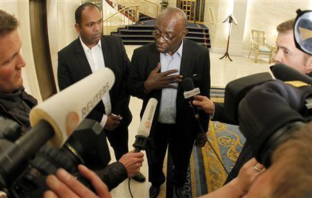 Suspended FIFA executive member Jack Warner (C) talks to journalists at the lobby of a hotel in Zurich early May 30, 2011. REUTERS/Arnd Wiegmann
