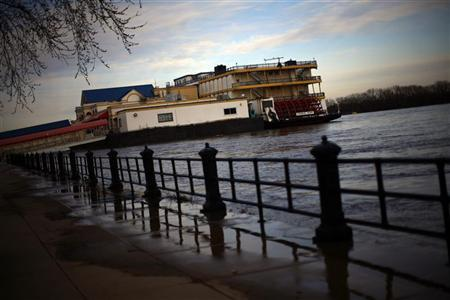 A riverboat casino is seen in Davenport, Iowa March 29, 2011. REUTERS/Eric Thayer