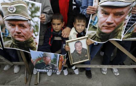 Children hold pictures of Bosnian Serb wartime general Ratko Mladic during a protest in support of Mladic in Kalinovik, 50 km (30 miles) southeast of the capital Sarajevo, May 29, 2011. REUTERS/Dado Ruvic