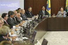 A presidente Dilma Rousseff participa de uma reunião com governadores e prefeitos das cidades que sediarão os jogos da Copa do Mundo de 2014, no Palácio do Planalto, em Brasília. 31/05/2011 REUTERS/Ueslei Marcelino
