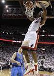 """<p>Игрок """"Майами"""" Леброн Джеймс кладет мяч в корзину """"Далласа"""" в Майами 31 мая 2011 года. Леброн Джеймс сделал в ночь на среду первый шаг к своему первому чемпионству, сыграв ключевую роль в победе """"Майами"""" над """"Далласом"""" со счетом 92-84. REUTERS/POOL/David J. Phillip</p>"""