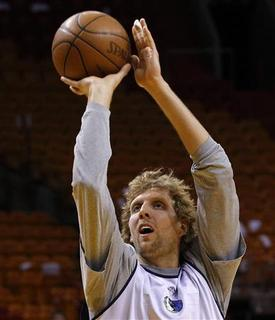 Dallas Mavericks' Dirk Nowitzki shoots during a team practice at the NBA Finals basketball series in Miami, June 1, 2011. REUTERS/Mike Segar