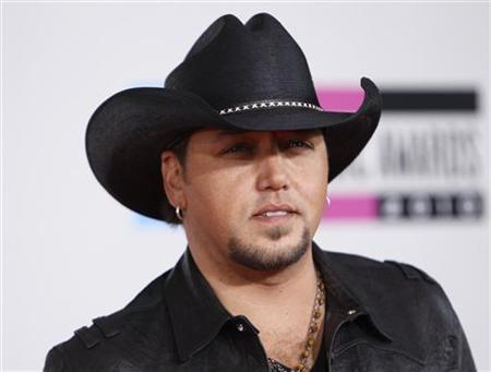 Country singer Jason Aldean arrives at the 2010 American Music Awards in Los Angeles November 21, 2010. REUTERS/Danny Moloshok