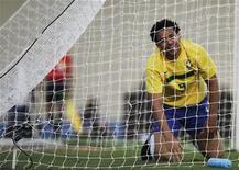 Fred sorri após chance perdida no empate de 0 x 0 do Brasil com a Holanda no estádio Serra Dourada, em Goiânia. REUTERS/Ricardo Moraes (BRAZIL - Tags: SPORT SOCCER)