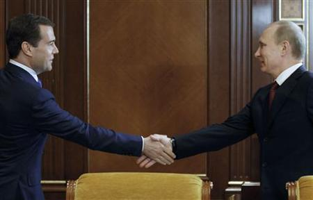 Russian President Dmitry Medvedev (L) shakes hands with Prime Minister Vladimir Putin during a meeting of the Security Council in the residence at Gorki, outside Moscow, May 25, 2011. REUTERS/Dmitry Astakhov/RIA Novosti/Kremlin
