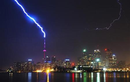 Lightning strikes the CN Tower during a thunderstorm in Toronto May 29, 2011. REUTERS/Mark Blinch