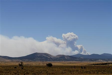 Smoke billows over the White Mountains from the Wallow Wildfire in Concho, Arizona June 9, 2011. REUTERSJoshua Lott