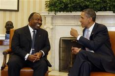 <p>U.S. President Barack Obama talks with Gabon's President Ali Bongo Ondimada (L) in the Oval Office of the White House in Washington, June 9, 2011. REUTERS/Larry Downing</p>