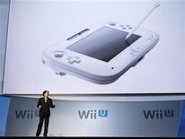 <p>Satoru Iwata, de Nintendo Co. Ltd. presenta el mando de la nueva Wii U en una conferencia en Electronic Entertainment Expo, o E3, en Los Angeles REUTERS/Mario Anzuoni</p>