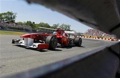 O piloto da Ferrari Fernando Alonso treina em Montreal, Canadá. Alonso marcou a volta mais rápida nos treinos livres desta sexta-feira para o Grande Prêmio do Canadá. 10/06/2011 REUTERS/Christinne Muschi