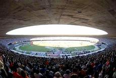 Vista geral do Mineirão, em Belo Horizonte, junho de 2006. As obras na arena de Minas Gerais estão entre as mais adiantadas para a Copa de 2014, mas ainda têm ritmo lento, afirmou a FGV. 15/06/2006 REUTERS/Washington Alves