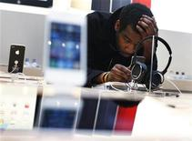 <p>A man looks at an iPhone at the Apple store in New York May 23, 2011. REUTERS/Shannon Stapleton</p>