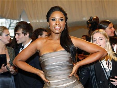 Singer Jennifer Hudson poses on the red carpet at the Metropolitan Museum of Art Costume Institute Benefit celebrating the opening of the exhibition ''Alexander McQueen: Savage Beauty'' in New York May 2, 2011. REUTERS/Eric Thayer