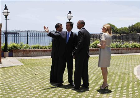 President Barack Obama (2nd R) tours the outside of La Fortaleza with Puerto Rico Gov. Luis Fortuno (2nd L) and his wife, Luce Vela (R) and Resident Commissioner Pedro Pierluisi (L) in San Juan, Puerto Rico, June 14, 2011. REUTERS/Larry Downing