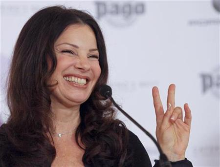 Actress Fran Drescher gestures as she answers journalists questions during a news conference in Vienna April 9, 2010. REUTERS/Leonhard Foeger