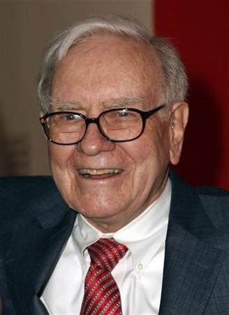 CEO of Berkshire Hathaway Warren Buffett arrives at the premiere of ''Too Big to Fail'' in New York City May 16, 2011. REUTERS/Jessica Rinaldi