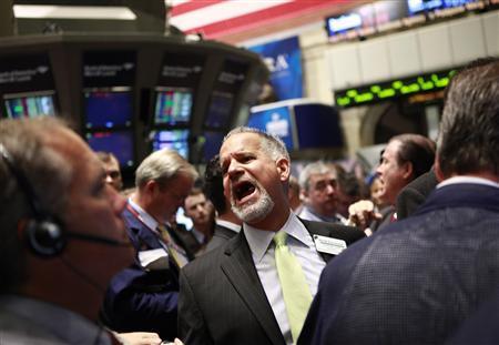 Traders on the floor of the New York Stock Exchange, June 15, 2011. REUTERS/Brendan McDermid