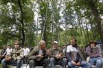 """Участники """"АнтиСелигера"""" в Химкинском лесу 17 июня 2011 года. Российская оппозиция взяла на вооружение методы лояльной отцу вертикали власти молодежи, разместившись лагерем в Химкинском лесу, защита которого стала символом борьбы гражданского общества с бюрократией. REUTERS/Denis Sinyakov"""