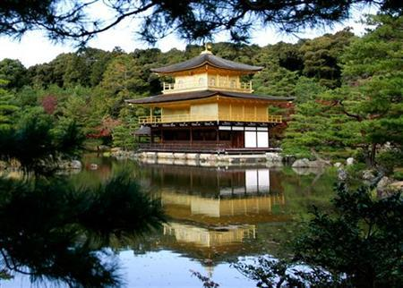 A view of the Golden Pavilion Kinkakuji Temple as it is reflected in water in Kyoto, Japan November 15, 2005. REUTERS/Jason Reed