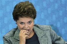 Presidente Dilma Rousseff durante evento no Palácio do Planalto, em Brasília, em abril. Na sexta-feira, ela defendeu a proposta de licitação diferenciada para as obras da Copa do Mundo e da Olimpíada de 2016, aprovada nesta semana na Câmara. 26/04/2011 REUTERS/Ueslei Marcelino