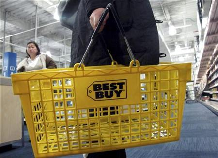 A woman carries a shopping basket at a Best Buy store in New York November 23, 2010. REUTERS/Mike Segar