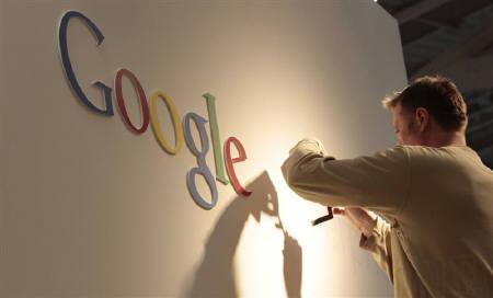 6月17日、米グーグルを特許権侵害で提訴している米オラクルは、グーグルに14億─61億ドルの損害賠償を求めていることが明らかになった。写真はグーグルのロゴ。ハノーバーで2月撮影(2011年 ロイター/Tobias Schwarz)