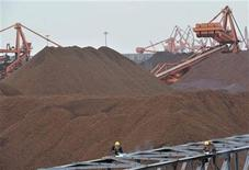 <p>Labourers work at an iron ore storage site at Yingkou Port, one of China's biggest ports for importing the commodity, Liaoning province in this March 22, 2010 file photo. REUTERS/Sheng Li</p>