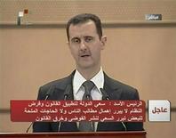 """Кадр из телеобращения президента Сирии Башара аль-Асада, 20 июня 2011 года. Президент Сирии Башар аль-Асад в понедельник посулил сирийцам возможность изменения конституции и скорое начало """"национального диалога"""", но требующие решительных перемен жители не поверили очередным обещаниями властей и высыпали на улицы Дамаска и других городов.  REUTERS/Syrian TV via Reuters TV"""