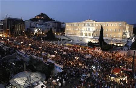 Thousands of demonstrators gather in front of the parliament during a rally against austerity economic measures and corruption in Athens' Syntagma (Constitution) square June 21, 2011. REUTERS/Yiorgos Karahalis