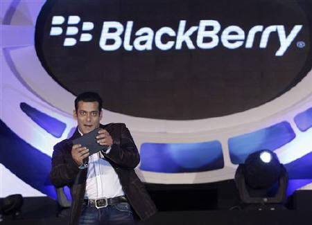 Bollywood actor Salman Khan gestures during a news conference at the launch of Blackberry PlayBook in Mumbai June 22, 2011. REUTERS/Danish Siddiqui