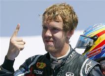 Piloto da Red Bull Sebastian Vettel comemora vitória no Grande Prêmio da Europa, em Valência. Vettel venceu o GP  da Europa num verdadeiro passeio sob o sol espanhol no domingo e conquistou sua sexta vitória em oito corridas nesta temporada. 26/06/2011  REUTERS/Heino Kalis