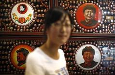 <p>A woman stands at the Mao Zedong's Badge Collection Museum near Weihai, Shandong province June 12, 2011. REUTERS/Carlos Barria</p>