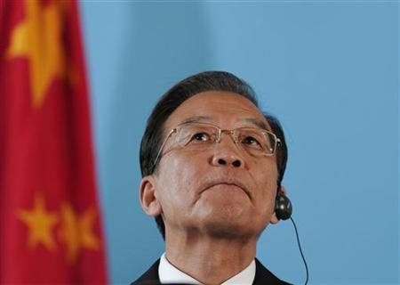 China's Premier Wen Jiabao attends a joint press conference with Britain's Prime Minister David Cameron at the Foreign Office in central London June 27, 2011. REUTERS/Carl Court/POOL